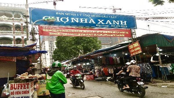 """Chợ Nhà Xanh:  """"Thiên đường mua sắm"""" hóa địa ngục bởi những tiểu thương """"chợ búa"""""""