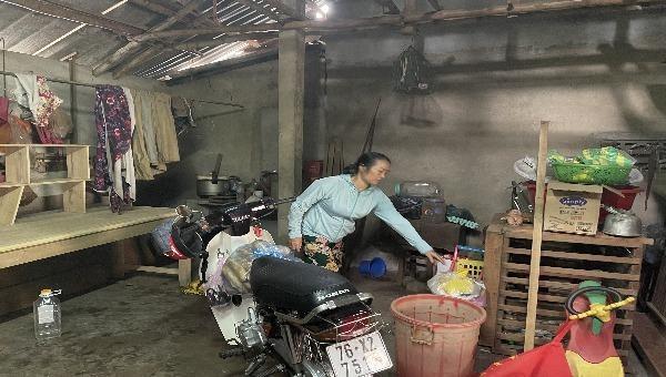 """Gia đình bà Hà ở trong ngôi nhà như """"ổ chuột""""."""