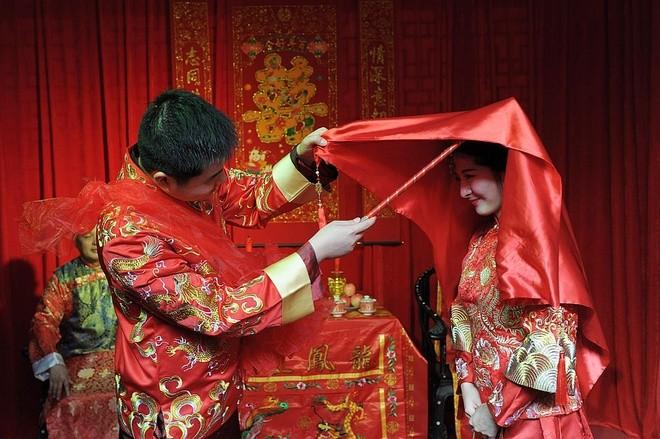 """Đàn ông Trung Quốc nguy cơ ế vợ nếu không có """"tiền tỷ"""" trong tay"""