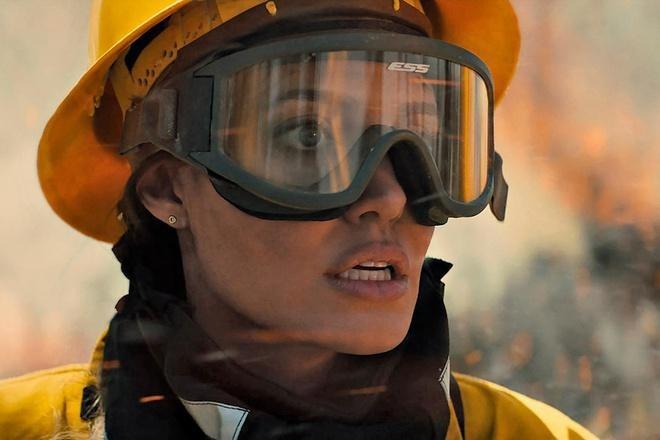 Trở lại đóng phim hành động ở tuổi 46, Angelina Jolie có gì để hút người xem?