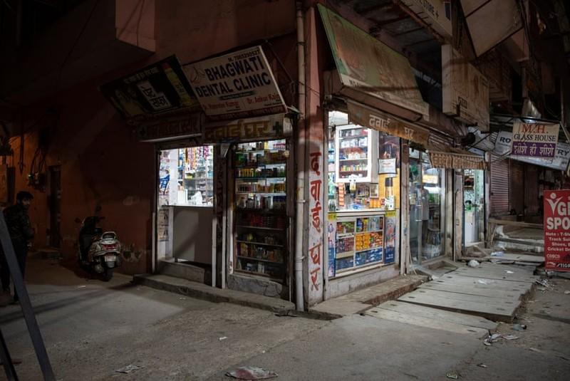 Việc bán thuốc không theo quy định diễn ra phổ biến ở nhiều hiệu thuốc ở Ấn Độ.