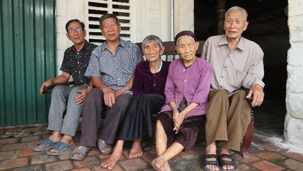 Khám phá bí quyết đại thọ của 5 chị em U100