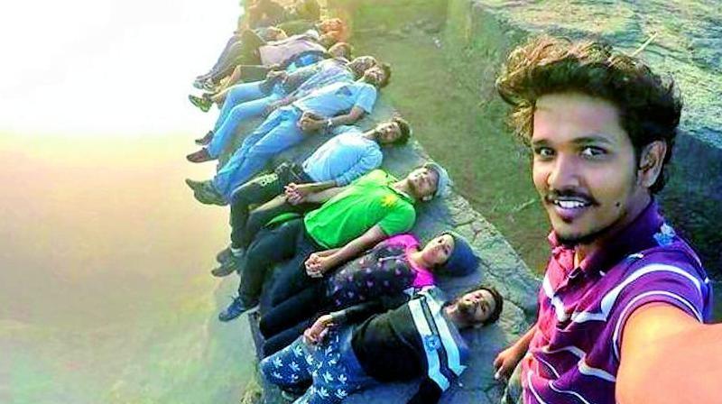 """Ấn Độ mạnh tay chặn vấn nạn selfie mạo hiểm, trò chơi """"tử thần"""""""