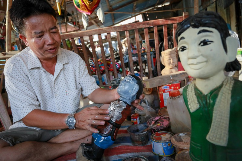 Nghệ nhân tạo hình rối nước duy nhất ở Sài Thành cố giữ nghề vì yêu