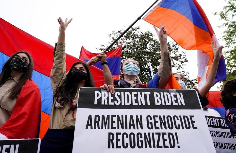 Cộng đồng người Armenia biểu tình trước Đại sứ quán Thổ Nhĩ Kỳ.
