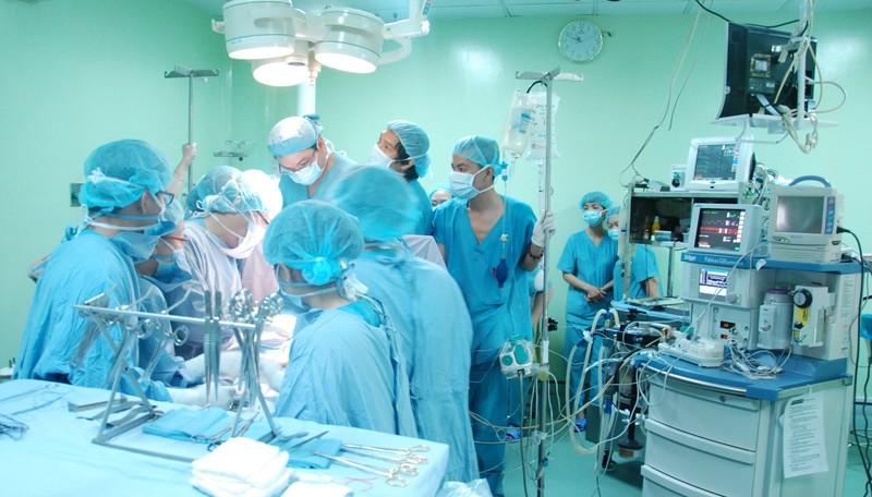 Hàng nghìn trẻ bệnh tim bẩm sinh mòn mỏi chờ mổ