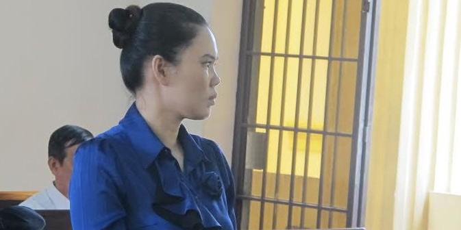 """6 năm tù cho """"má mì"""" bán thiếu nữ sang Malaysia"""