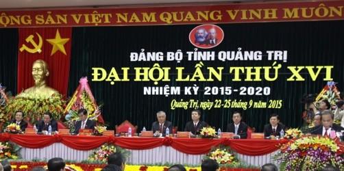 Đoàn Chủ tịch tại phiên khai mạc Đại hội Đảng bộ tỉnh Quảng Trị