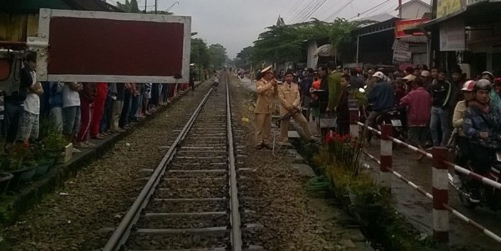Người đàn ông 3 con đột nhiên lao vào tàu hỏa tử vong