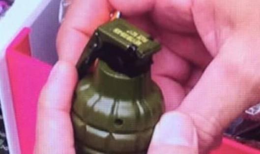 Vật liệu nổ nghi là lựu đạn được phát hiện trong hành lý đưa lên máy bay