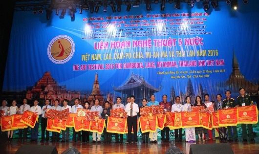 Lắng trọn tình hữu nghị 5 nước  ASEAN