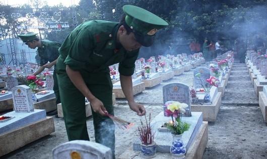 Ngàn ngọn nến tri ân giữa Nghĩa trang Liệt sỹ Trường Sơn
