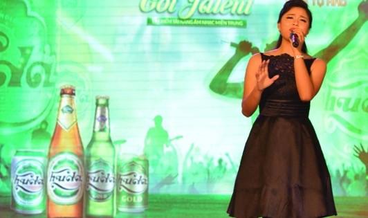 Cô gái trẻ My Ni mở màn đêm thi chung kết với ca khúc Try