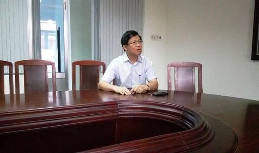 Ông Phạm Văn Hùng, Giám đốc Sở GD-ĐT tỉnh Thừa Thiên-Huế trao đổi về vụ việc.