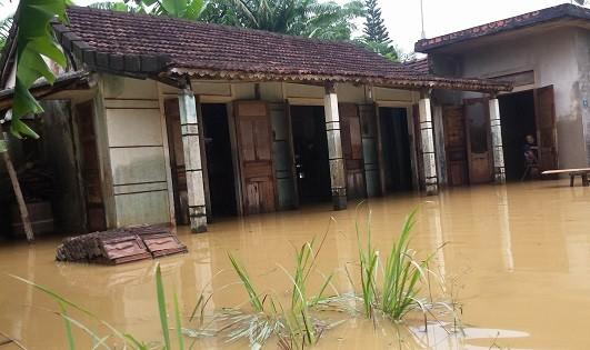 Nhà dân ngập nước.