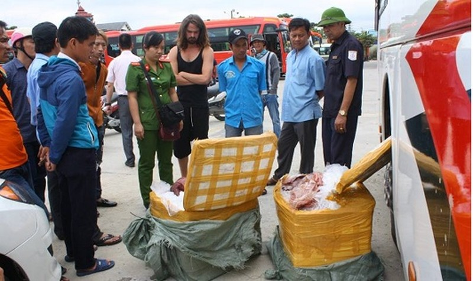 Huế: Thu giữ hàng trăm kg nội tạng thối trên đường qua Lào tiêu thụ