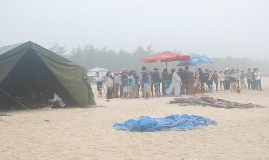 Lực lượng cứu hộ ứng trực tìm kiếm nạn nhân suốt cả tuần qua