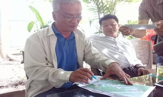 Đại diện Hội đồng trị sự Nguyễn Phước tộc trao đổi thông tin về vụ việc lăng mộ bà Tài Nhân bị san ủi sau buổi họp với các cơ quan ban ngành.