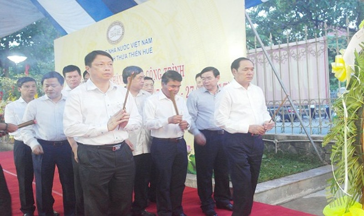 TT- Huế: NHNN Việt Nam tổ chức lễ dâng hương và khánh thành Bia tưởng niệm các anh hùng liệt sĩ