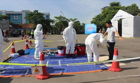 Kiểm tra nhiễm bẩn phóng xạ hạt nhân.