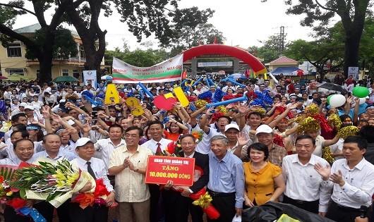UBND tỉnh Quảng Trị đã thưởng nóng gia đình thí sinh Nhật Minh 10 triệu đồng
