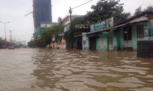 Các tuyến đường tại TP Huế ngập sâu trong nước