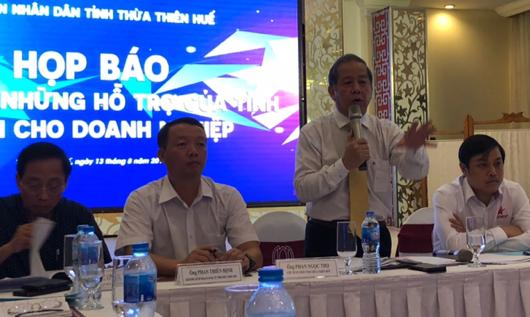 Chủ tịch tỉnh Thừa Thiên Huế Phan Ngọc Thọ trả lời các câu hỏi của phóng viên