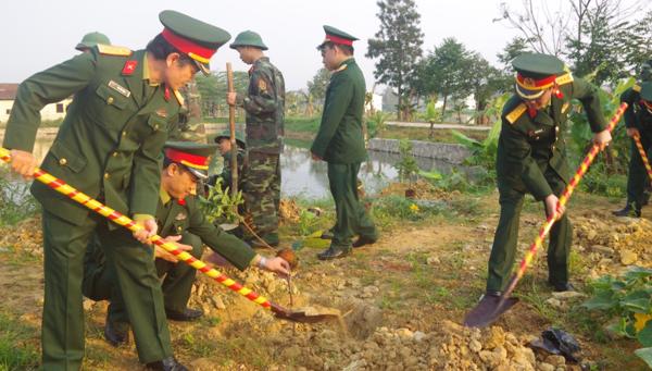 Bộ đội Thừa Thiên Huế trồng cây đầu năm mới