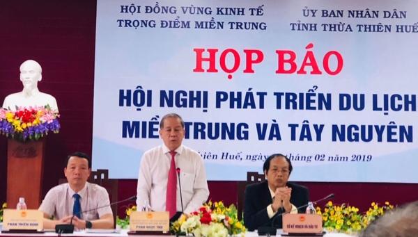 Ông Phan Ngọc Thọ, Chủ tịch UBND tỉnh Thừa Thiên Huế chủ trì buổi họp báo