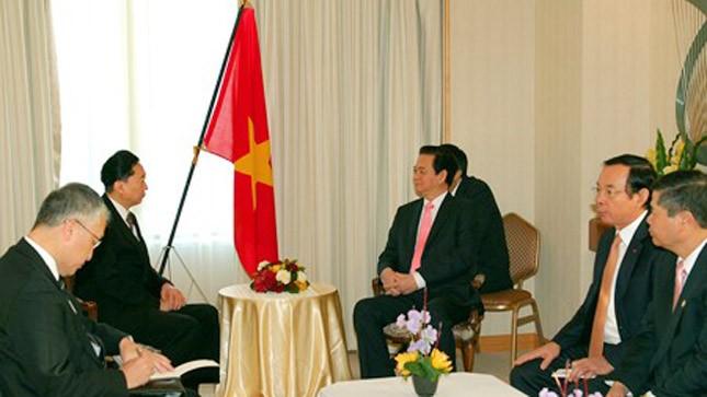 Thủ tướng Nguyễn Tấn Dũng bày tỏ tin tưởng ông Hatoyama Yukio tiếp tục đóng góp tích cực trong việc tăng cường quan hệ hữu nghị và hợp tác giữa hai nước Việt Nam, Nhật Bản. Ảnh: VGP/Nhật Bắc