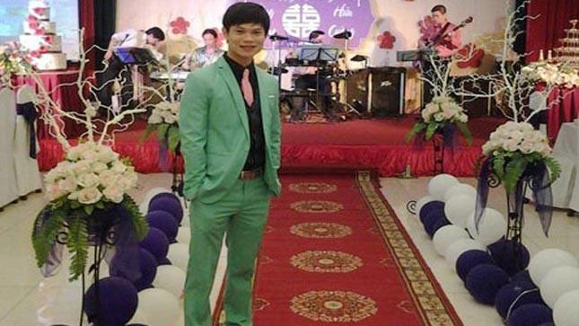 Nguyễn Hữu Chính thường làm MC và ca sĩ trong các đám cưới.