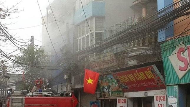 Cháy ngôi nhà 4 tầng khóa kín ở Hà Nội
