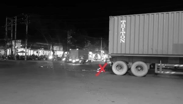 Va chạm với xe container, người phụ nữ bị lìa nửa thân