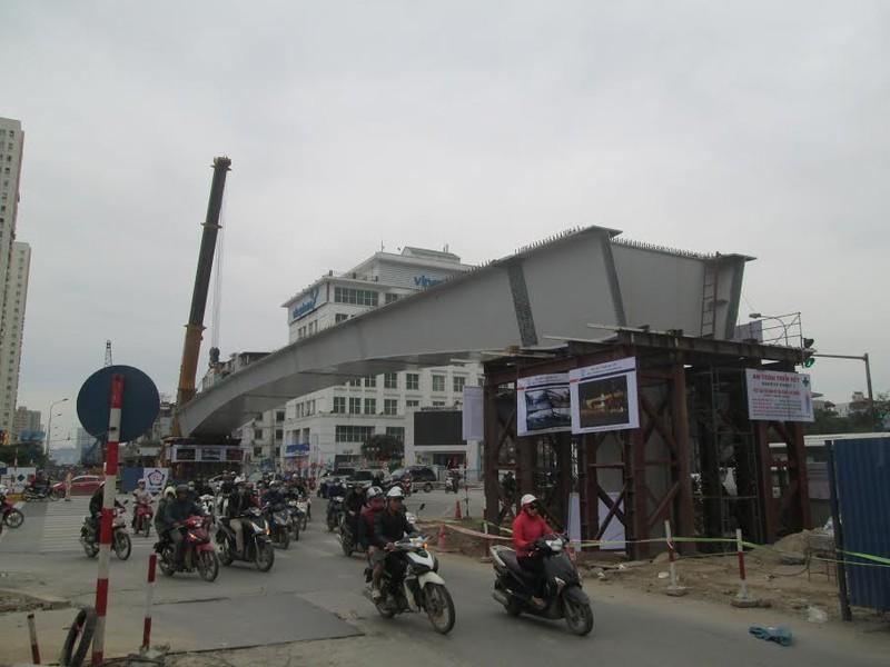 Hà Nội: Đổ sập dầm thép 140 tấn cầu vượt Hoàng Minh Giám - Nguyễn Chánh