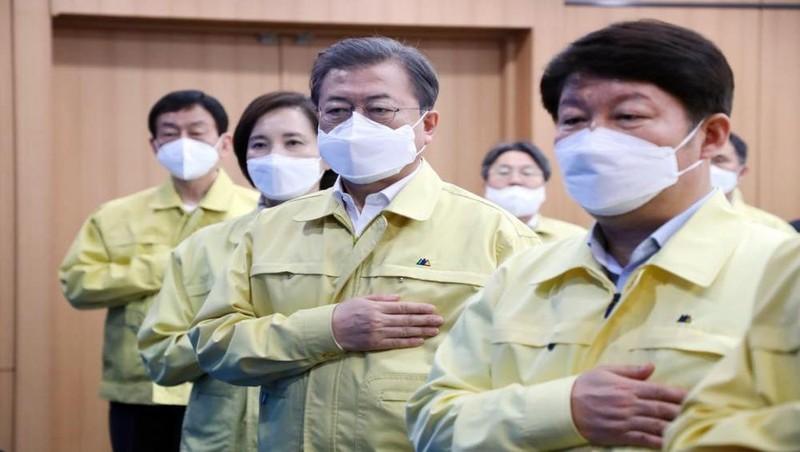 Lý giải chiếc áo màu vàng của các quan chức Chính phủ Hàn Quốc
