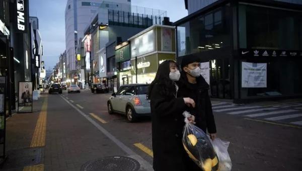 Đại sứ quán Việt Nam tại Hàn Quốc tạm đóng cửa vì có khách nhiễm Covid-19