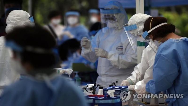 Hàn Quốc tái áp đặt một số biện pháp giãn cách xã hội khi Covid-19 lây lan nhanh chóng
