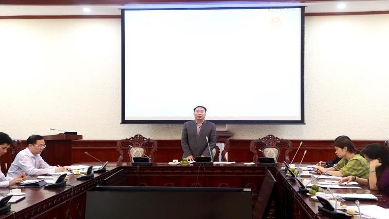 Vụ trưởng Vụ Phổ biến, giáo dục pháp luật Lê Vệ Quốc phát biểu tại buổi làm việc.