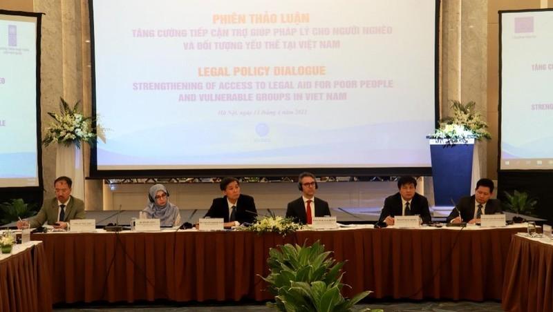 Tăng cường trợ giúp pháp lý cho người nghèo và nhóm yếu thế