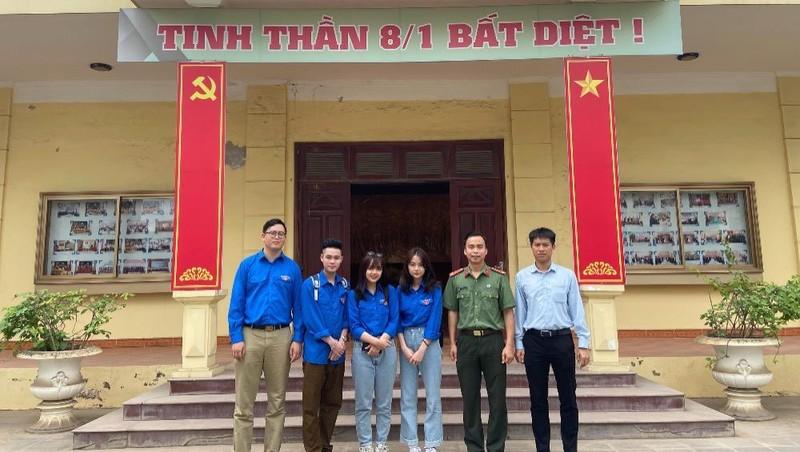 Đoàn Thanh niên Đại học Luật Hà Nội tuyên truyền pháp luật bầu cử