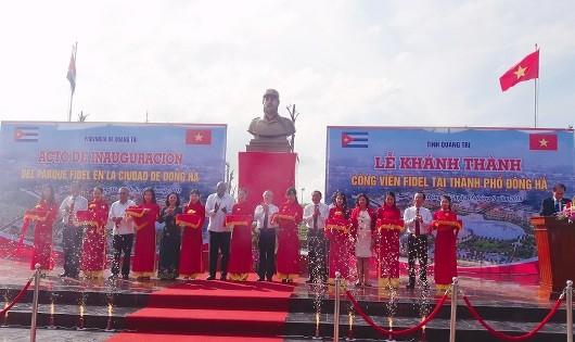 Đoàn đại biểu hai nước Việt Nam – Cuba cắt băng khánh thành công trình