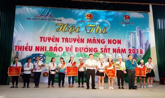 Tuyên truyền bảo vệ đường sắt cho thiếu nhi Quảng Trị