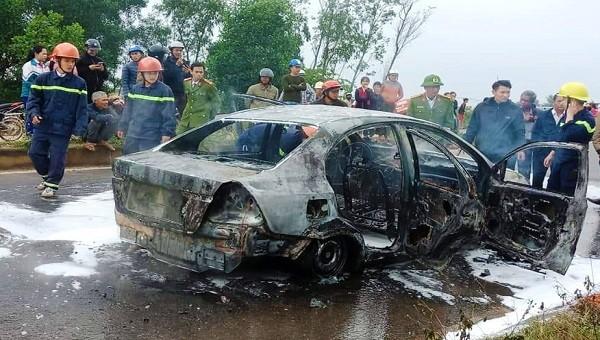 Chiếc xe bị cháy rụi trơ khung