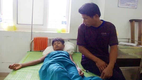 Em Hưm đang được chăm sóc, điều trị tại Bệnh viện Đa khoa tỉnh Quảng Trị