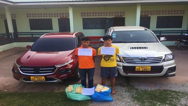 Bắt quả tang 2 đối tượng người Lào vận chuyển 215.000 viên ma túy qua biên giới