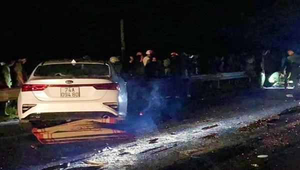 3 người một nhà tử vong sau va chạm với ô tô