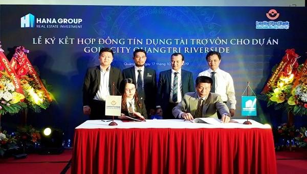 Đại diện Cty Cổ phần Tập đoàn Đầu tư địa ốc Hana và Ngân hàng Liên Việt PostBank chi nhánh Quảng Trị kết hợp đồng tín dụng tài trợ vốn cho dự án
