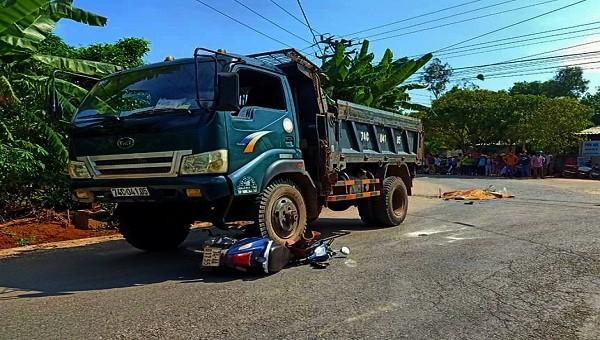 Nữ sinh lớp 11 bị xe tải cán tử vong trên đường đến trường