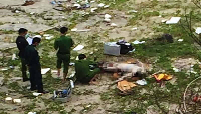 Phát hiện 2 thi thể nam giới đang phân hủy trôi dạt vào bờ biển