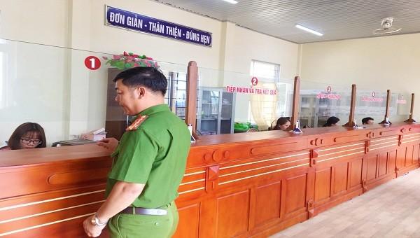 Dãy nhà làm việc của bộ phận tiếp nhận và trả quả kết thuộc UBND xã Gio Châu – nơi xảy ra vụ mất trộm
